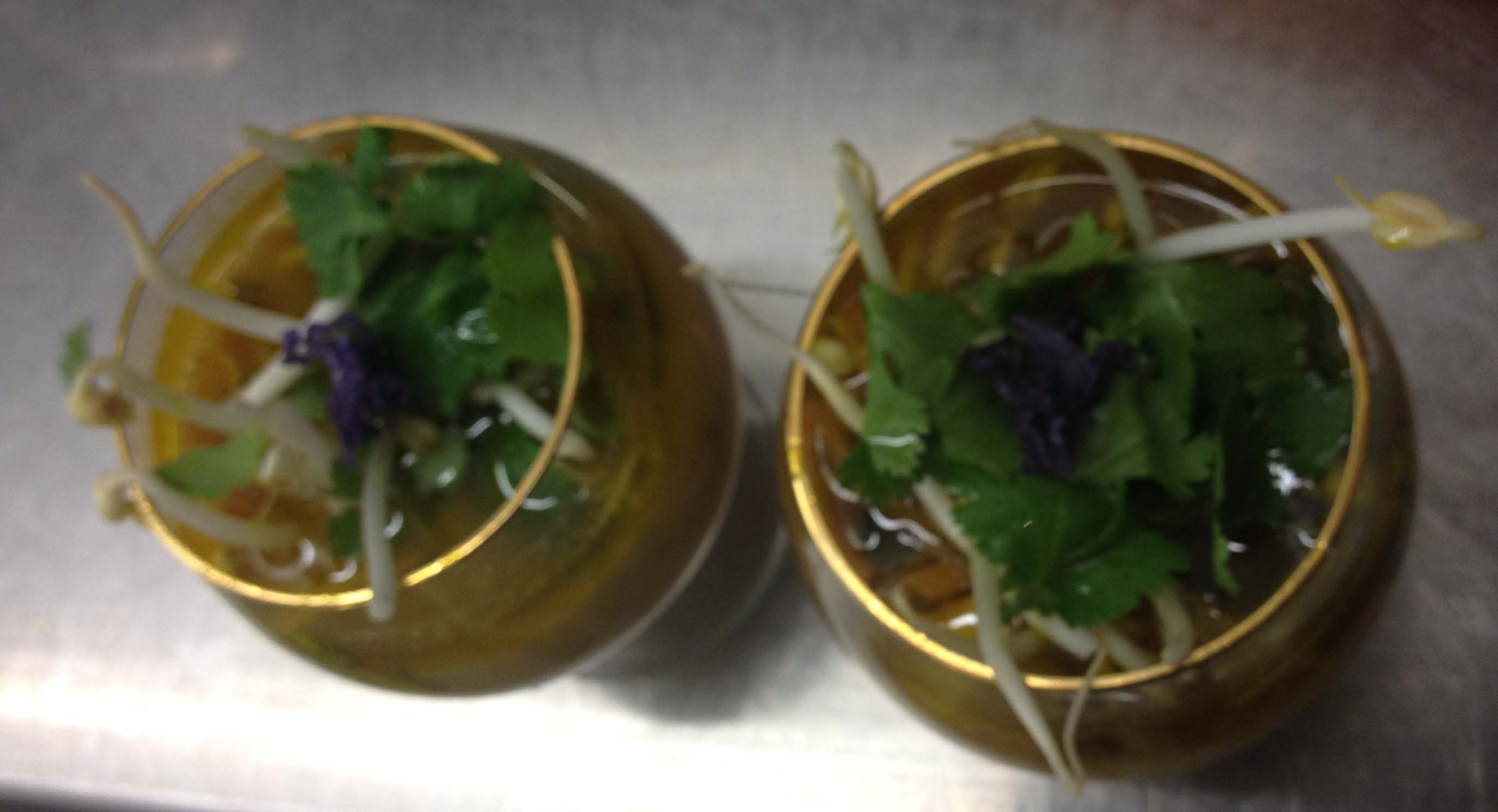 Reismilch-Tofu-Sprossen-Süppchen